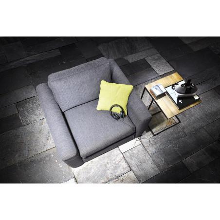 Stylowa przeszklona witryna Primavera Furniture z drewna sosnowego