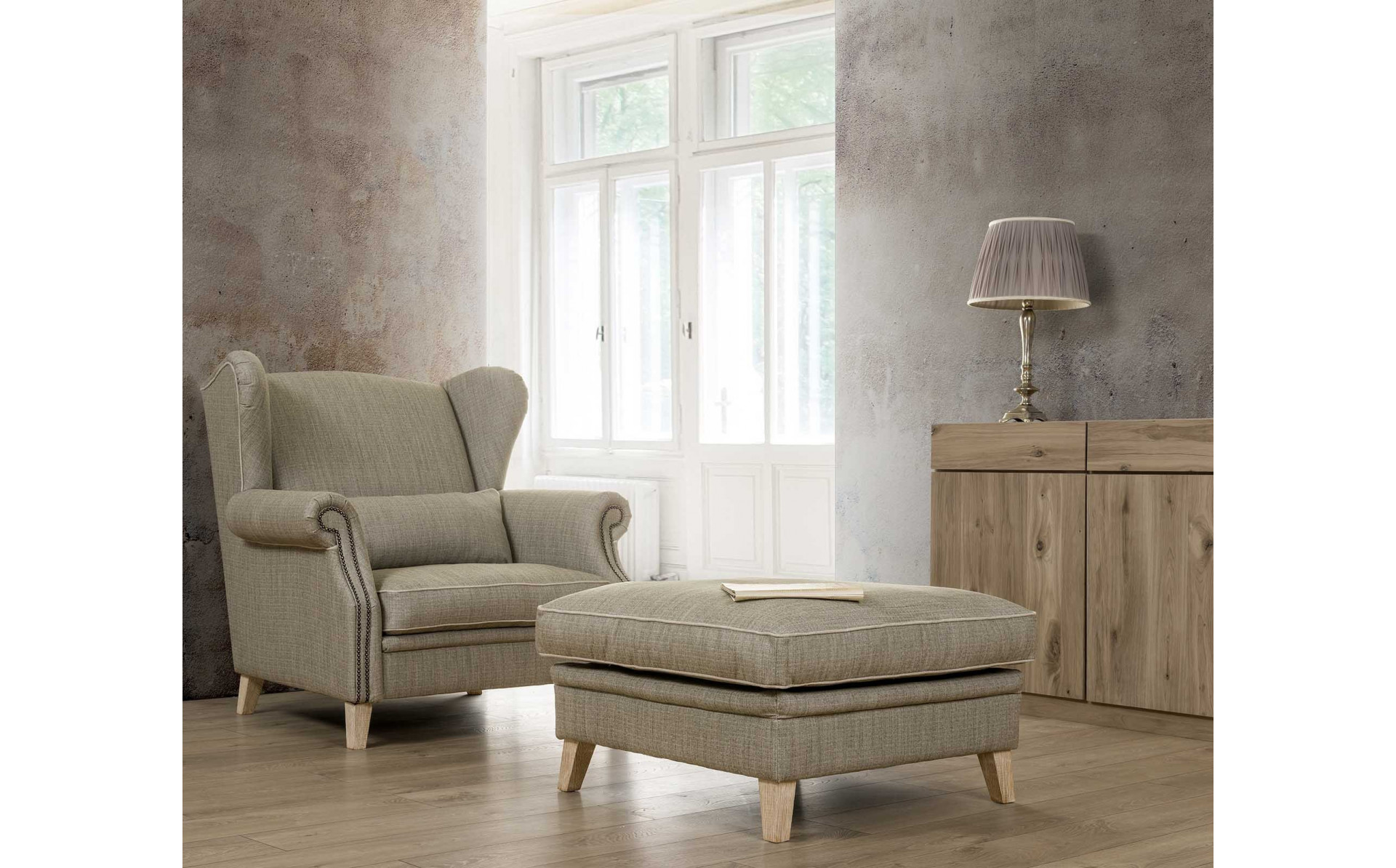 Milord 112cm stylowy fotel tapicerowany z ozdobnymi gwoździami w podłokietnikach