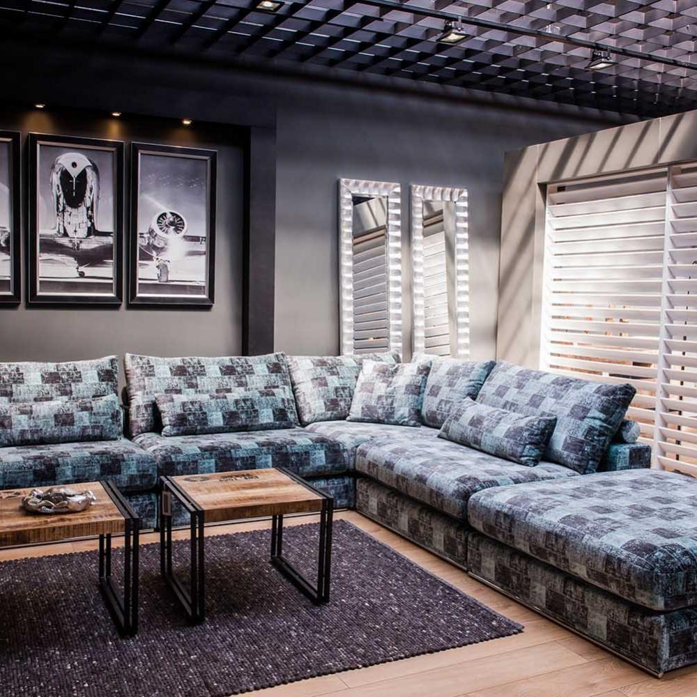 Chelsea stylowy fotel uszak w odcieniach niebieskiego